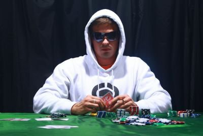 How to Be A Cool Poker Play and Prolong the Winning Streak