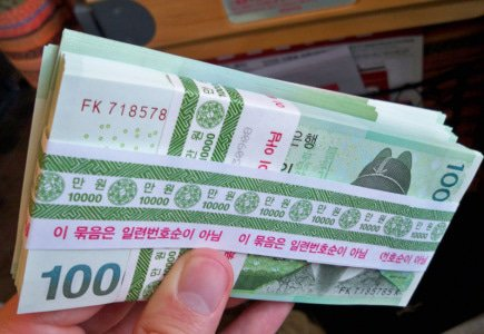 1 Billion ($894 000) in Cash in Two Boxes at Seoul Storage Facility